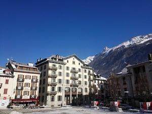 Kalnu un ezeru zeme Šveice un Alpu karalis Monblāns